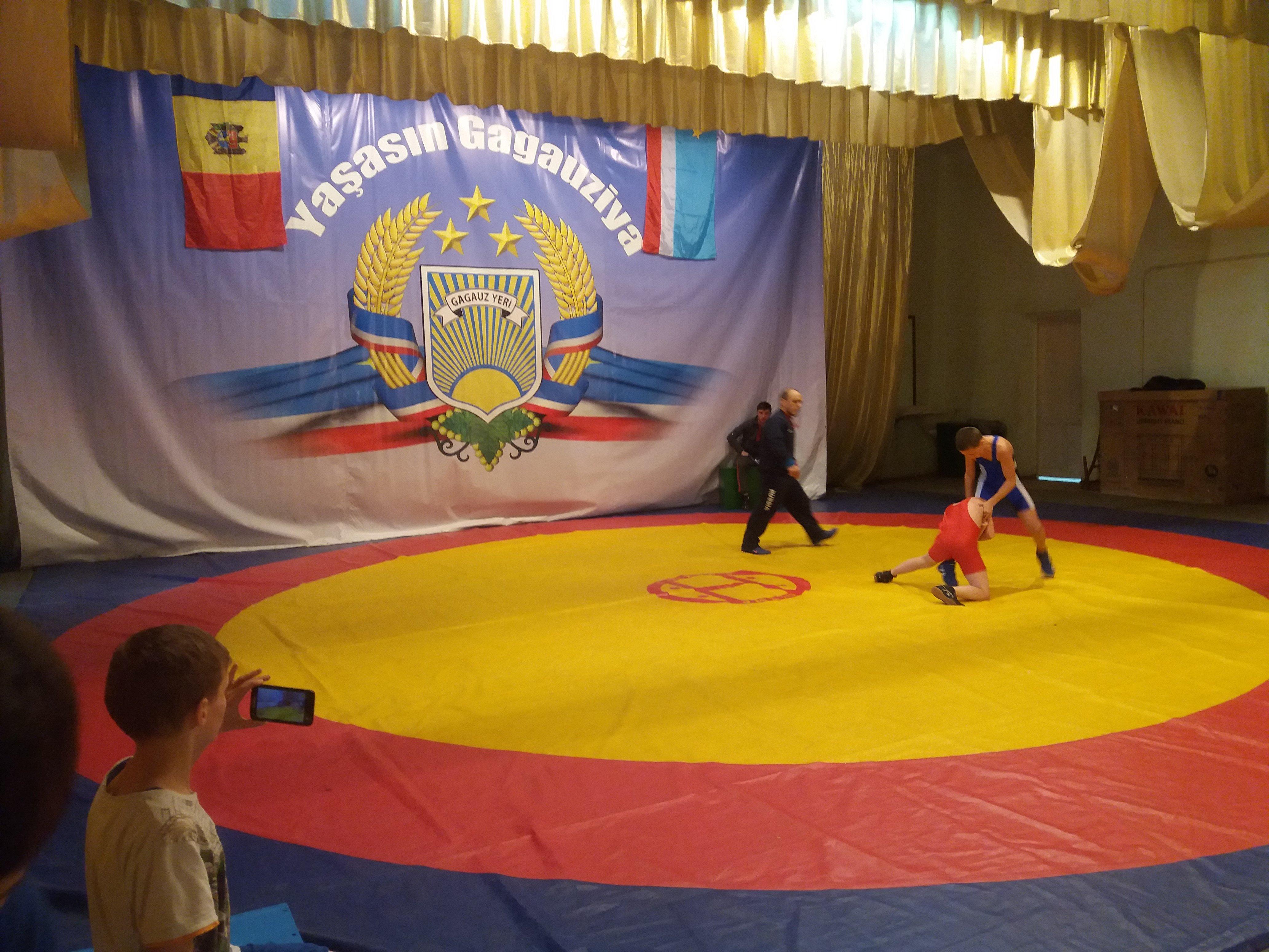 Турнир по вольной борьбе в Комрате собрал 160 юных спортсменов