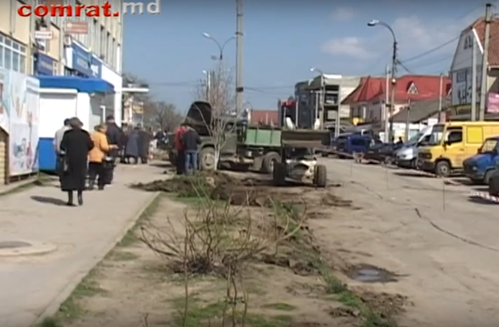 В Комрате продолжаются работы по реконструкции улицы Победа