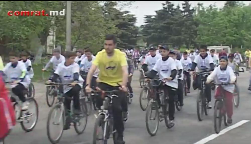 Около 200 велосипедистов Комрата приняли участие в веломарафоне, посвященном Дню Победы (видео)