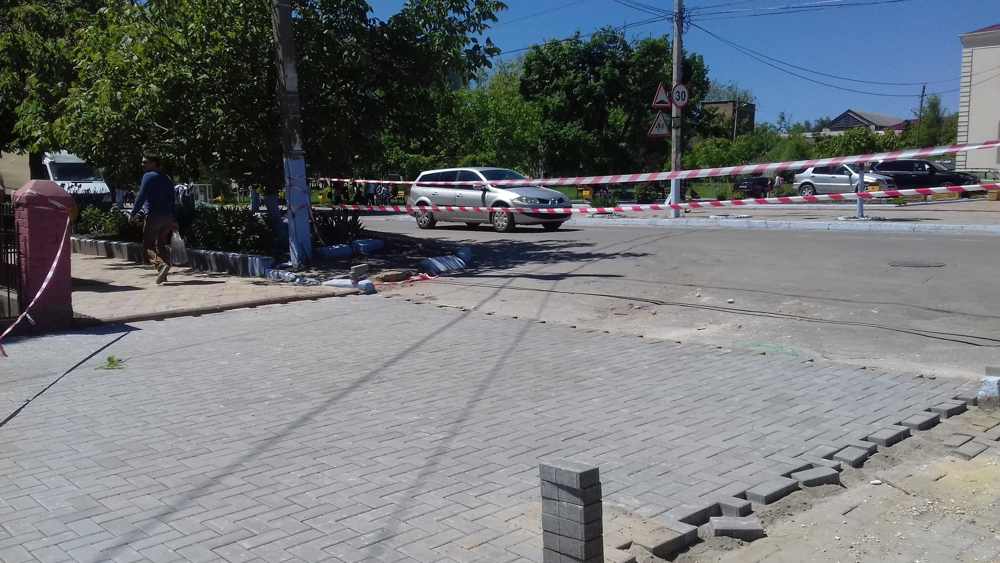 Брусчаткой укладывается улица Галацана в пределах улиц Победы и Ленина (фоторепортаж)