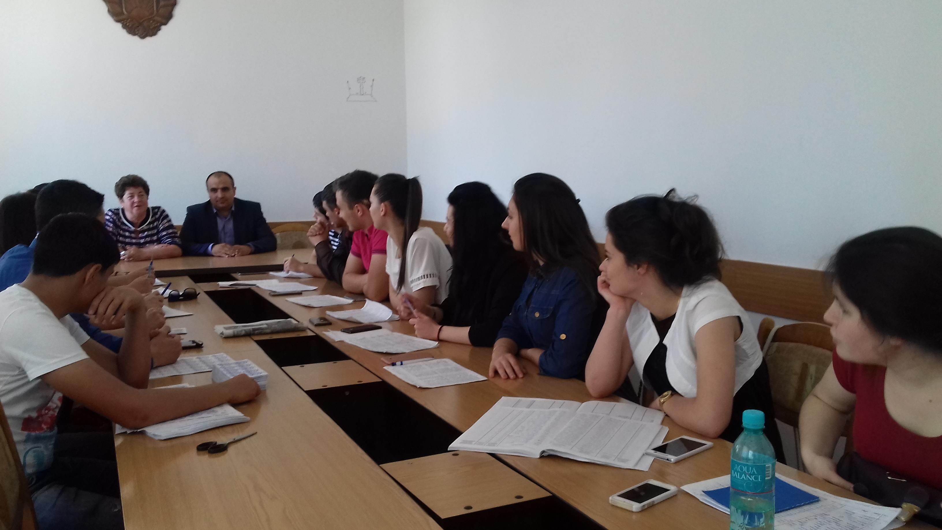 Студенты колледжа им Д. Чакира проходят практику в примэрии Комрата