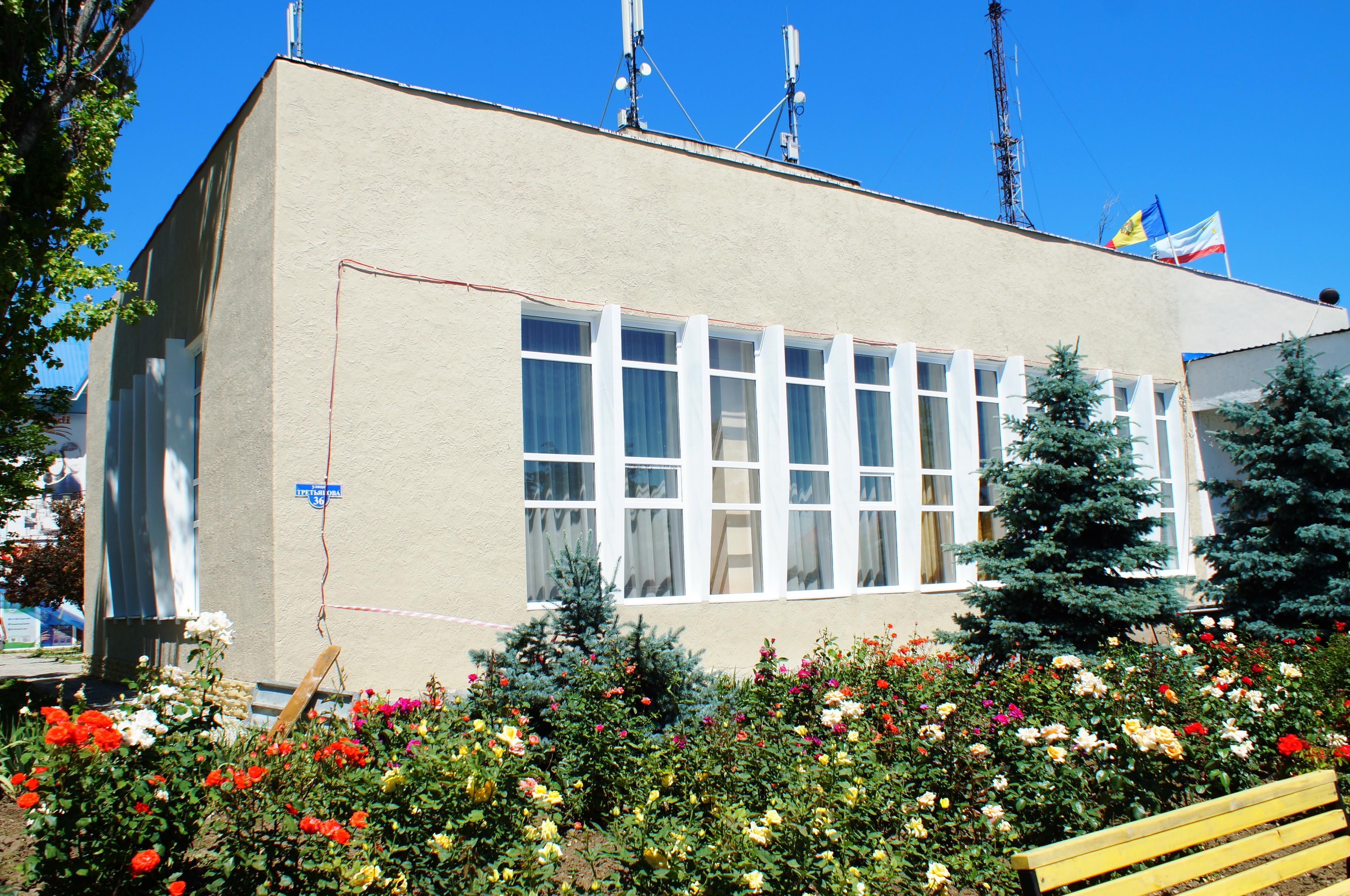 Проводится наружная отделка здания примэрии Комрата (фоторепортаж)