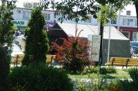 На центральной площади Комрата установлена палатка Службы гражданской защиты ЧС МВД  в связи с жаркой погодой