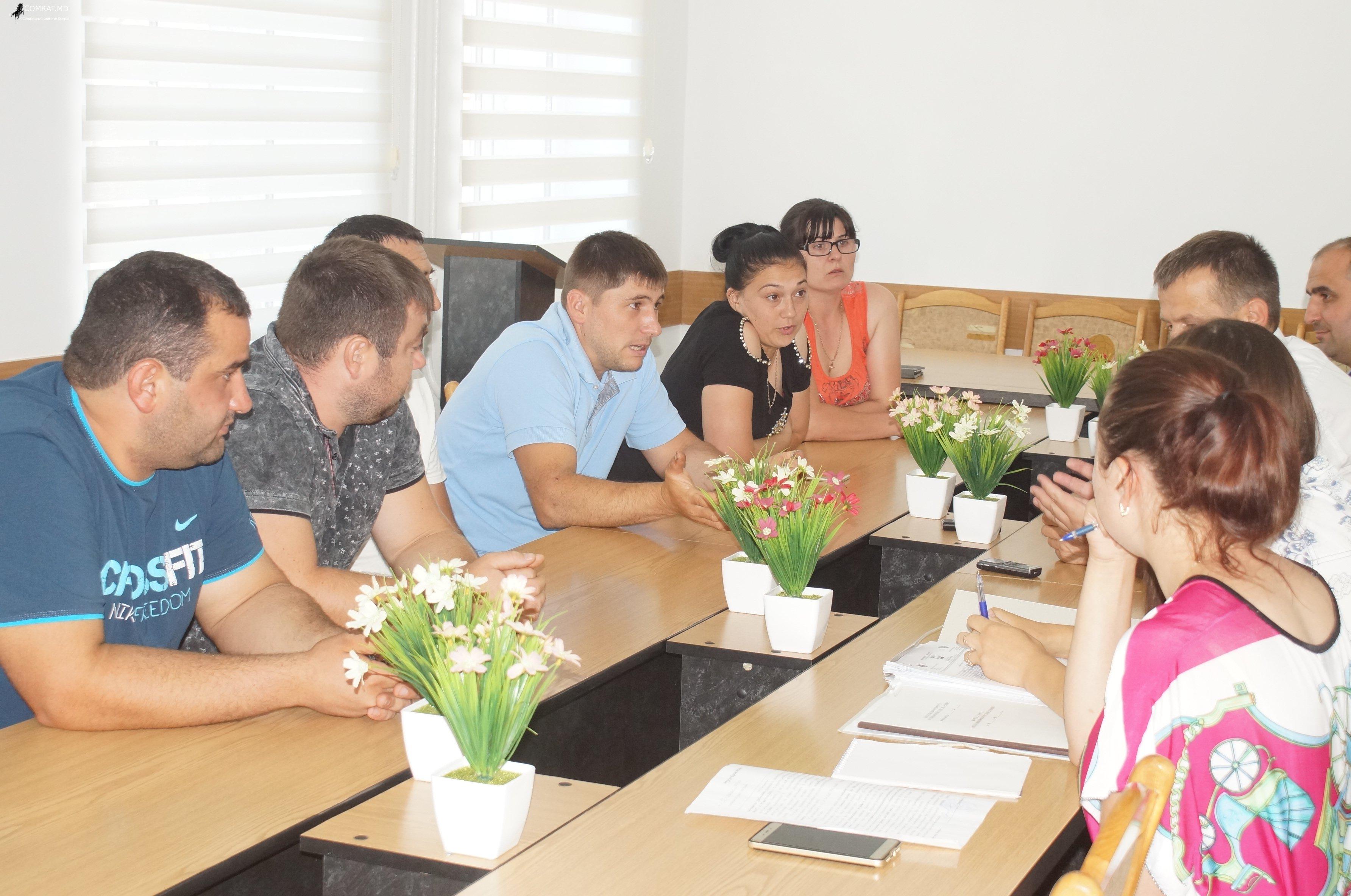 Состоялась встреча примара Комрата с группой торговцев с центрального рынка. (фоторепортаж)