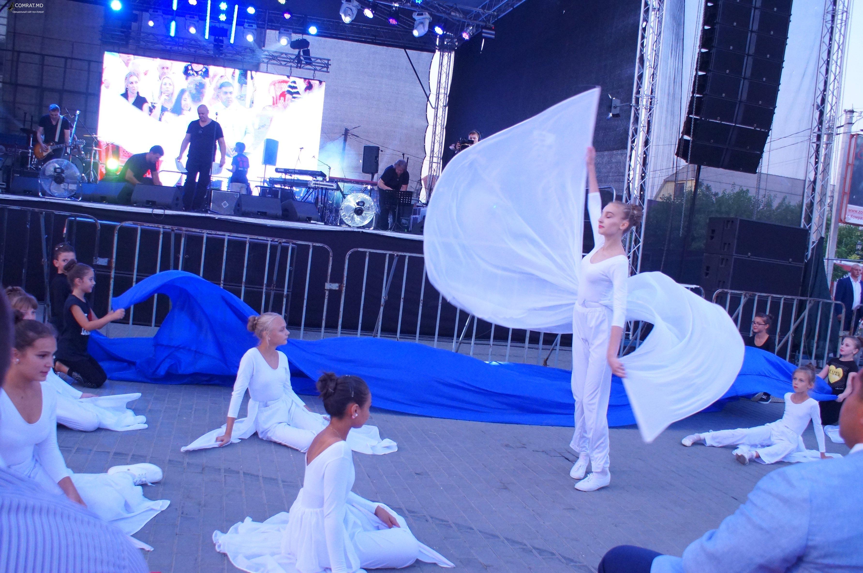 Яркие моменты праздничного концерта в День города Комрат(фоторепортаж)
