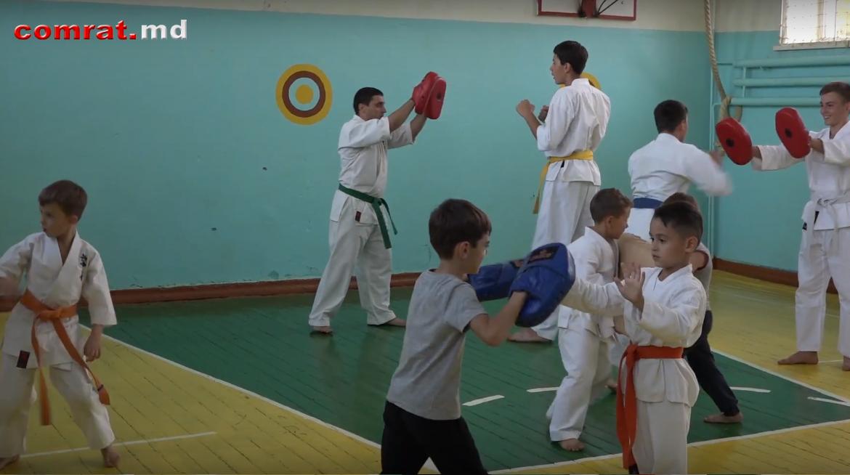 Открытое занятие в секции киокушинкай муниципальной спорт школы (видео)