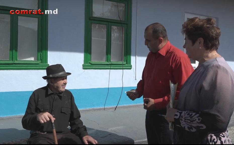 Трое жителей Комрата получили денежные вознаграждения по случаю 90- летия и старше
