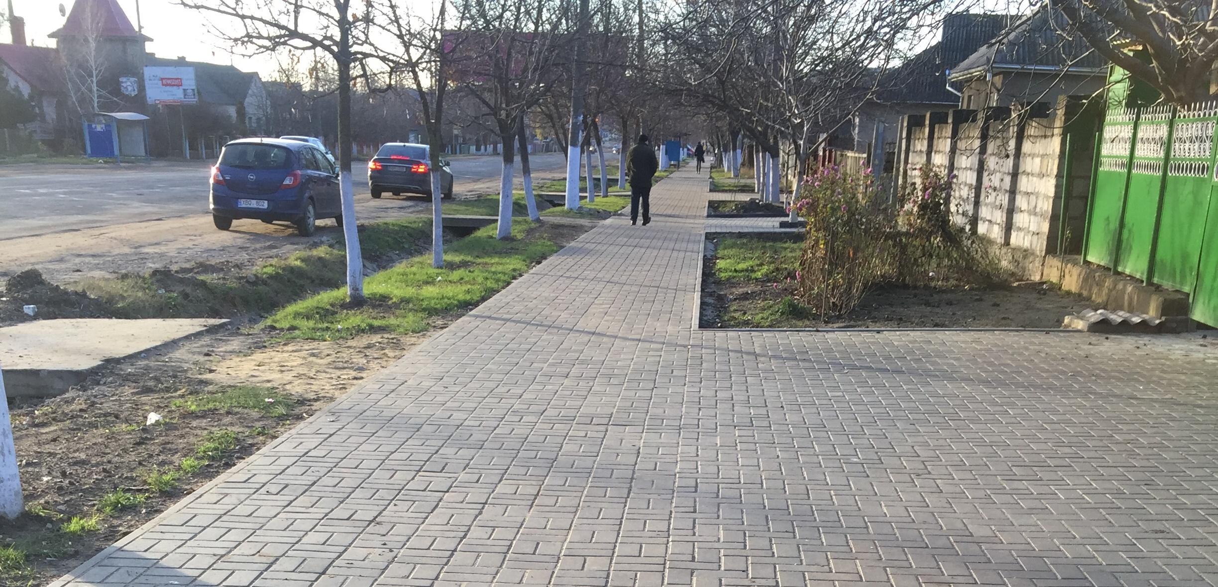 Прокладка тротуара в районе ПЮЭС м.Комрат (фоторепортаж)