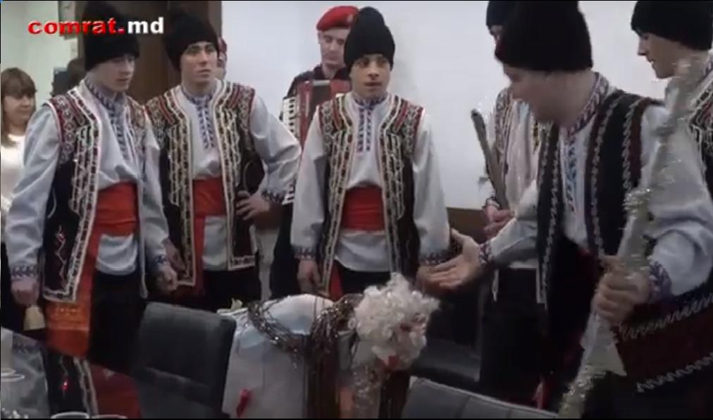 Карабинеры в/ч 1045 поздравили руководство примэрии Комрата с Новым Годом(видео)