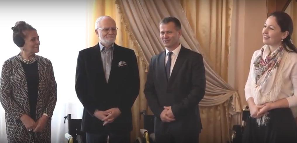 Посол России в РМ передал детям с ограниченными возможностями и нуждающимся пенсионерам Комрата рождественские подарки