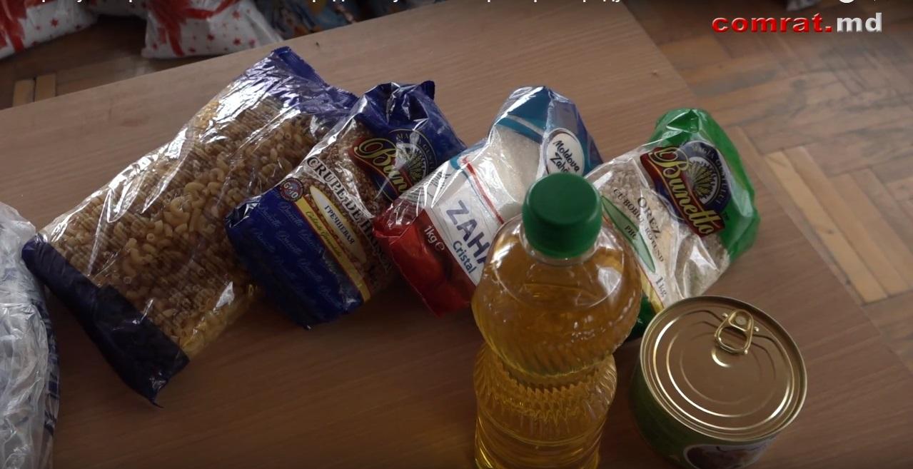 К Храму Комрата 880 жителей города получили от примэрии продуктовые пакеты.