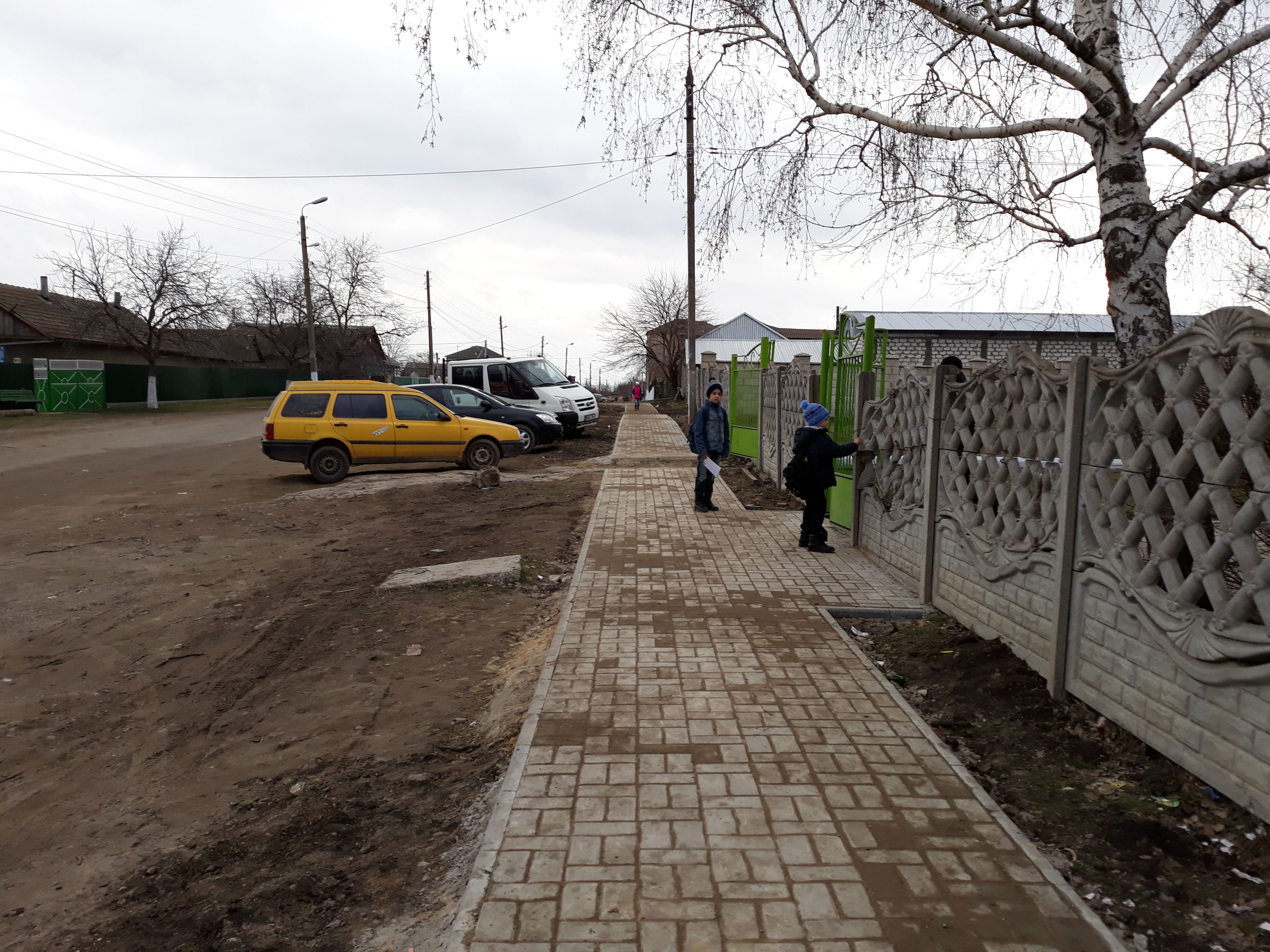 В Комрате ведутся работы по строительству тротуара на ул.Суворова (фоторепортаж)