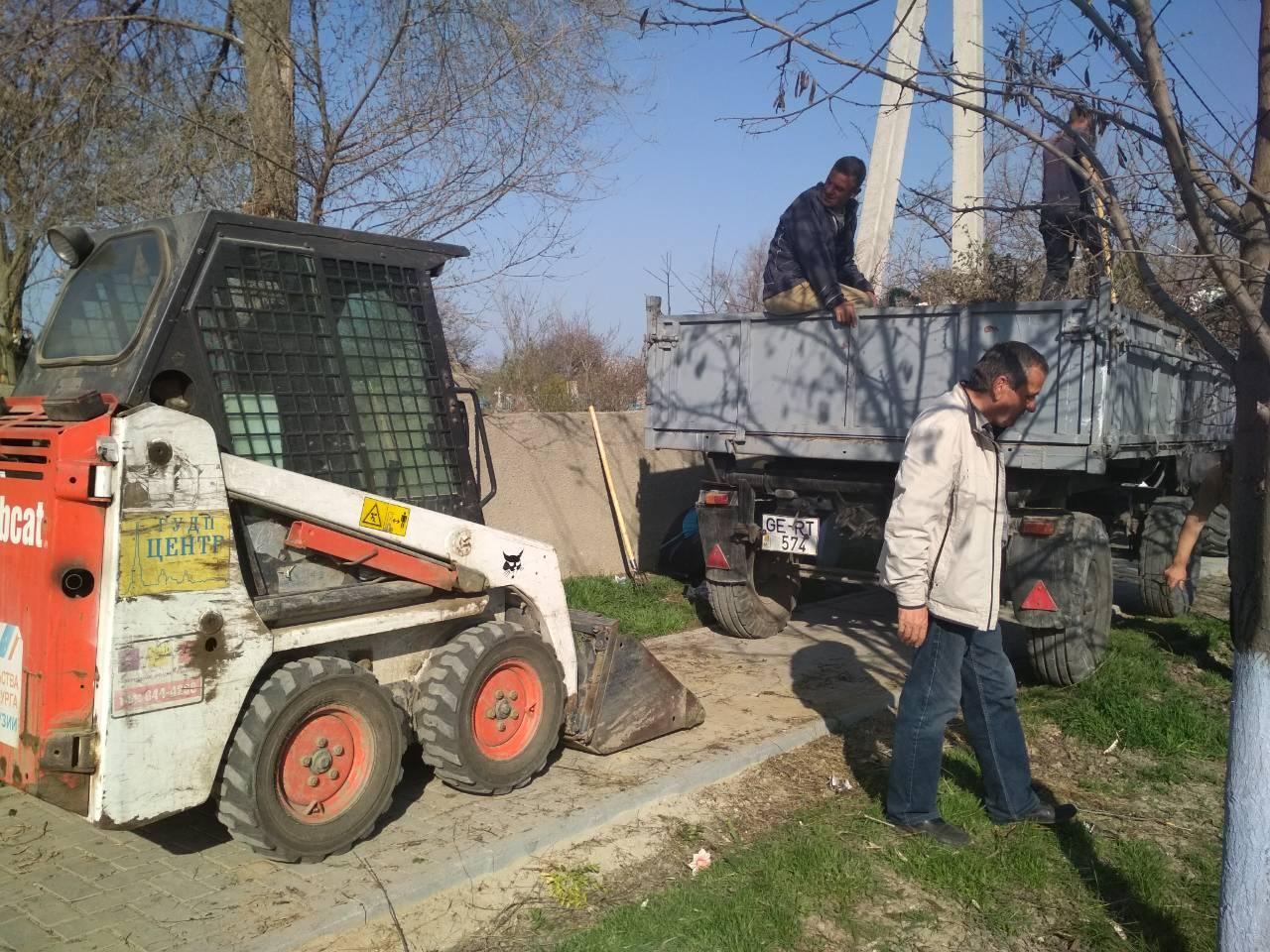 В канун Радоницы МП ЖКХ Комрат проводит работы по уборке городских кладбищ