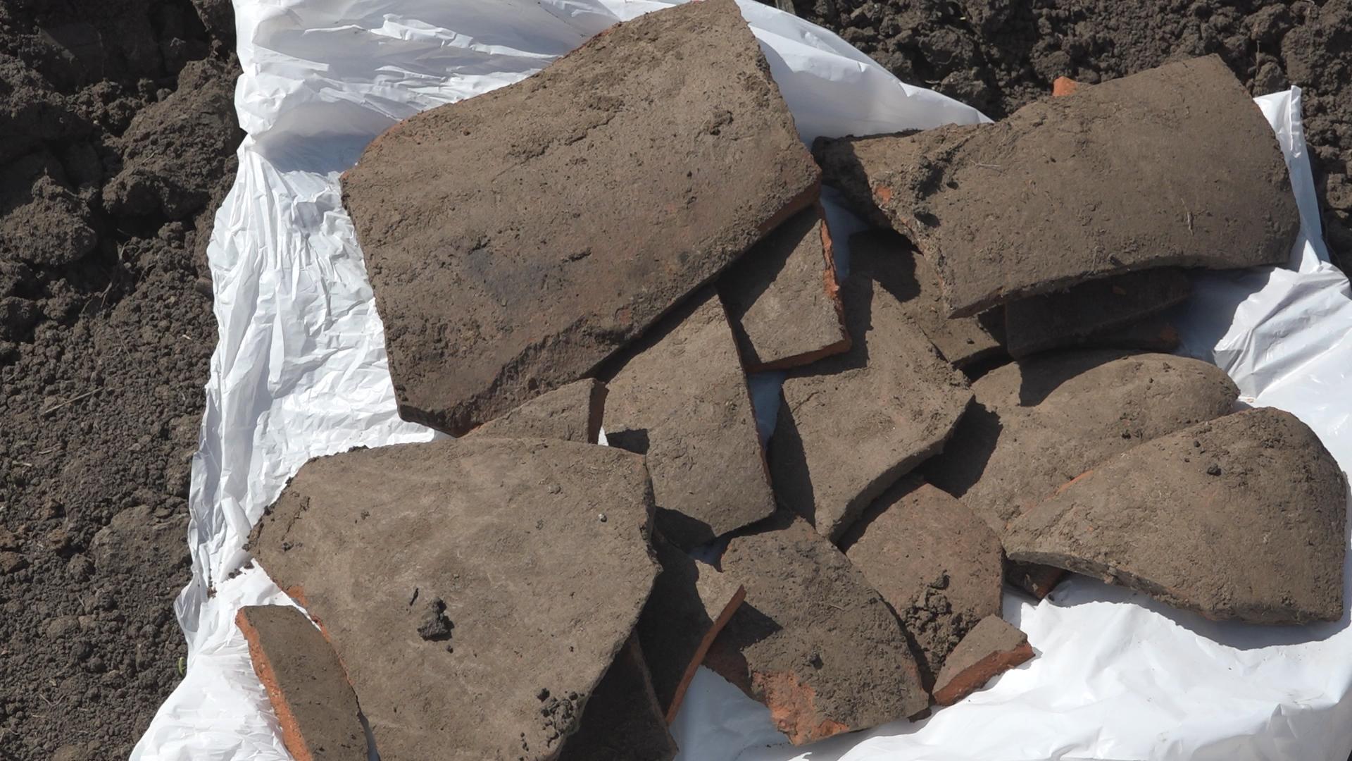 В ходе раскопок в Комрате обнаружены несколько амфор и другие археологические находки.