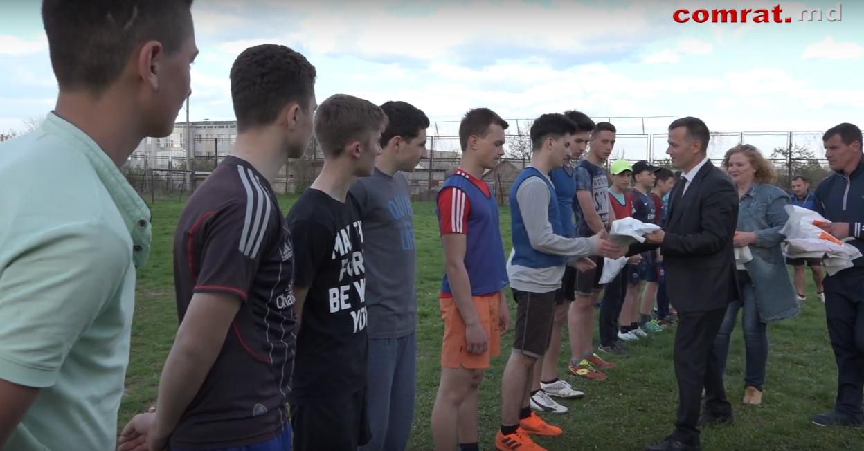 Воспитанники секции футбола МСШ Комрата получили новую форму