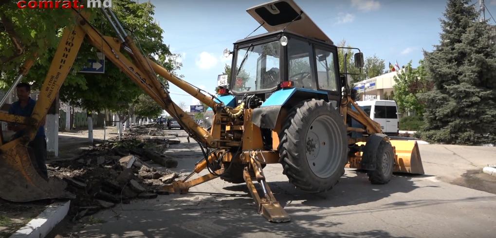 Начался текущий ремонт тротуара на ул.Третьякова в м.Комрат