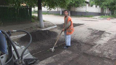 Работы по ямочному ремонту в Комрате начались с улицы Шевченко.